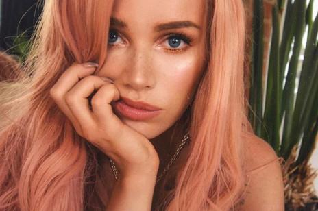 Trendy 2019: kolorowe i tęczowe włosy to hit lata wśród gwiazd. Pokochały je Gigi Hadid, Maffashion i Emily Ratajkowski