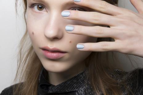Trendy jesień 2019: Modne kolory lakierów do paznokci – lansują je światowi projektanci