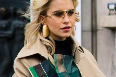 Trendy jesień 2019: Jak nosić złotą biżuterię?