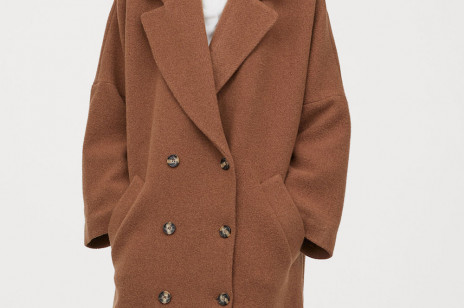 Trendy 2020: modne płaszcze na zimę, które kupicie na wyprzedażach