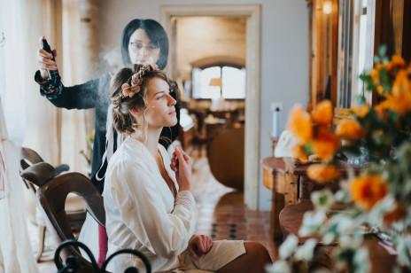 Fryzury na wesele 2020 – modne upięcia i uczesania weselne. Pomysły dla panny młodej, druhny i świadkowej