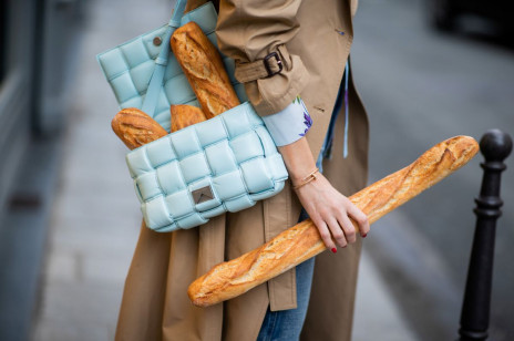 Ten płaszcz to już klasyka. A w tym sezonie jest najmodniejszy. Gdzie kupić najpiękniejsze trencze?