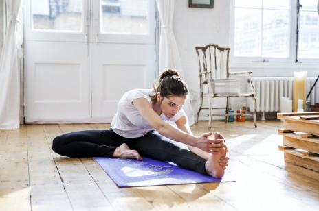 [Trening w domu] Ćwiczenia rozciągające pleców: zniwelują bóle i sprawią, że sylwetka będzie lepiej się prezentować