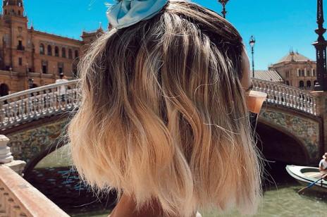 Ten produkt do rozjaśniania włosów w domu jest hitem! To najprostszy sposób, by uzyskać blond refleksy, jak po urlopie spędzonym na słońcu