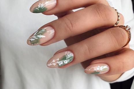 Kwiatowy manicure, czyli modne paznokcie na wiosnę 2020. Te wzorki królują na Instagramie - wykonacie je w domu