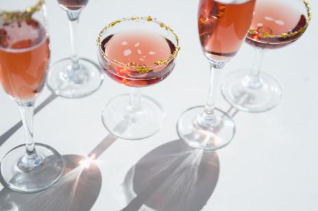 Jak kształt kieliszka wpływa na smak wina? Czyli w jakich kieliszkach pije się różne rodzaje wina i dlaczego