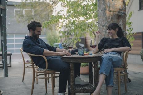 """""""Coś się kończy, coś zaczyna"""", czyli Jamie Dornan i gwiazda """"Wielkich kłamstewek"""" Shailene Woodley w najbardziej romantycznym filmie tego roku!"""
