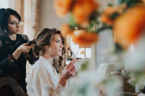Loki na wesele, czyli modne fryzury z loków na wesele. Podpowiadamy jak zrobić, upiąć i utrwalić loki na wesele