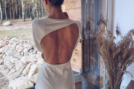 Trendy 2020: najpiękniejsze sukienki z odkrytymi plecami z sieciówek i od polskich marek. Chcemy przechodzić w nich całe lato!