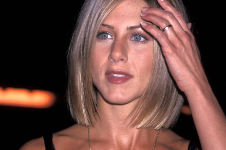 Fryzura, którą w latach 90. nosiła Jennifer Aniston, znów jest w trendach! Bobem aktorki zachwycił się m.in. fryzjer Meghan Markle
