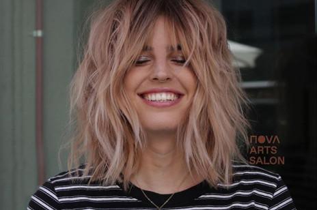 Shaggy bob, czyli modna fryzura na lato 2020 dla osób, które chcą zwiększyć objętość włosów. Komu pasuje?
