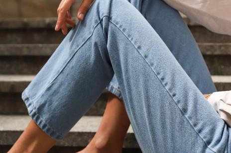 Moda trendy jesień-zima 2020/21: Jakie jeansy będą modne jesienią 2020? Fasony, których nie będziecie chciały zdejmować
