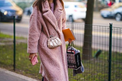 Moda trendy 2020: Pluszowe płaszcze misie to najmilszy sposób, by przetrwać jesienne chłody. Znajdziecie je nie tylko w Zarze i H&M