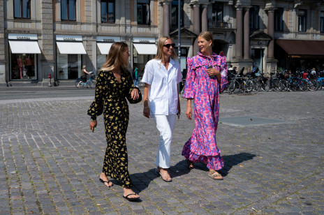 Trendy 2020: Najpiękniejsze sukienki maksi na jesień. Zrobisz w nich maksymalne wrażenie!