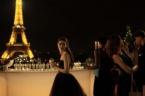 """""""Emily in Paris"""": Jak ubrać się jak Francuzka? Inspiracji szukamy w popularnym serialu Netfliksa. Te rzeczy warto mieć w swojej szafie"""