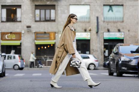 Moda trendy 2020: Do niedawna były uważane za obciachowe, teraz są ultramodne. Trzeba tylko wiedzieć, jakie wybrać i jak je nosić