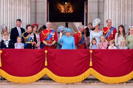 """Rodzina królewska ogląda """"The Crown""""! Co królowa Elżbieta II i inni członkowie royal family sądzą o serialu Netflixa?"""