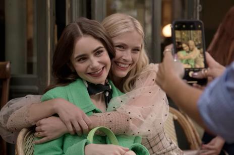 """To już pewne! Powstanie 2. sezon """"Emily in Paris""""! Kiedy premiera?"""