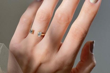 Modne paznokcie na święta? Oto brokatowe lakiery, za pomocą których wykonasz najpiękniejszy manicure świąteczny