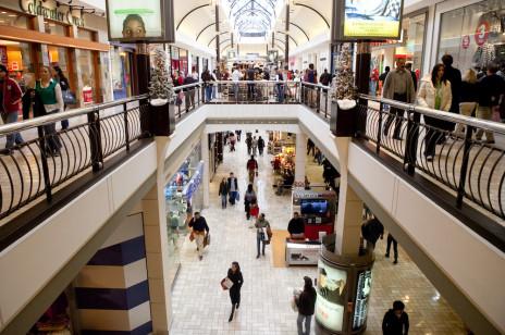 Rząd otwiera galerie handlowe przed świętami. Kiedy to nastąpi i co z pozostałymi obostrzeniami?