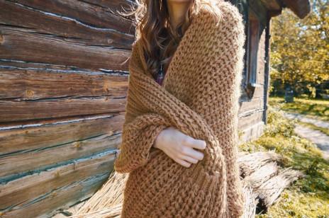 Ten sweter wyprzedał się co do sztuki zaraz po pojawieniu się w sprzedaży. Teraz znów można go kupić! I jest na przecenie