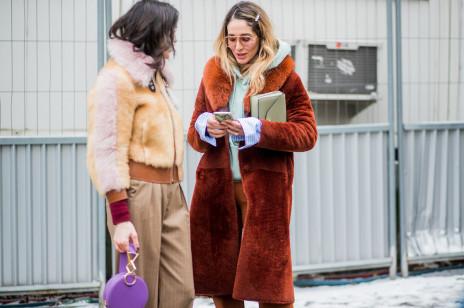 Jakie materiały wybierać zimą? W tych ubraniach nigdy nie zmarzniesz!