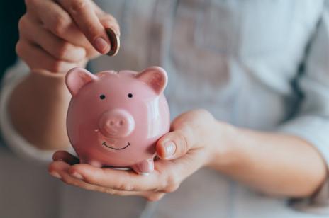 Chcesz oszczędzać w 2021 roku, ale nie wiesz, jak się do tego zabrać? Wypróbuj metodę 6 słoików!