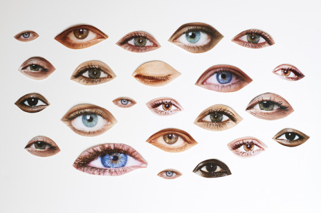 Masz cienie pod oczami? Nie ukrywaj ich! Najnowszy makijażowy trend z TikToka sprawi, że spojrzysz na nie zupełnie inaczej