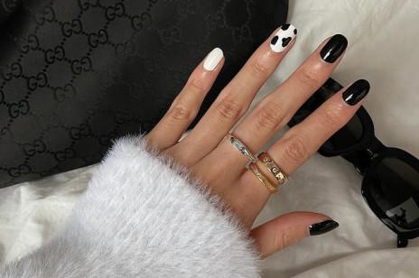 Czarno-biały manicure robi furorę na Instagramie! Prezentujemy 29 inspiracji na modne paznokcie 2021 w tym stylu
