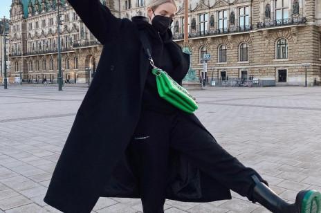 3 rzeczy, które influencerki noszą do dresu, kiedy wychodzą z domu. I chcą wyglądać szykownie