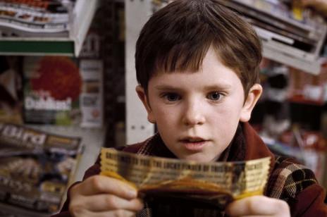 """Freddie Highmore, gwiazdor filmu """"Charlie i fabryka czekolady"""", ma 29 lat! Zobacz, jak dorastał na oczach widzów"""