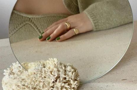 3 kolory paznokci, które tej wiosny są najmodniejsze. Wiemy, gdzie kupić lakiery w tych odcieniach