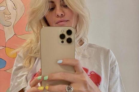Vintage blond to najmodniejszy odcień blondu na wiosnę i lato 2021. Selena Gomez, Billie Eilish oraz inne gwiazdy go uwielbiają!