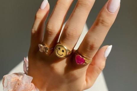 Paznokcie na komunię, czyli elegancki i stylowy manicure