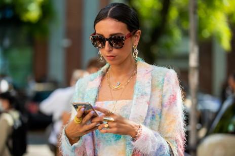 Jak nosić biżuterię jak Włoszka? Przyjrzeliśmy się, jak robią to dziewczyny na ulicach Mediolanu