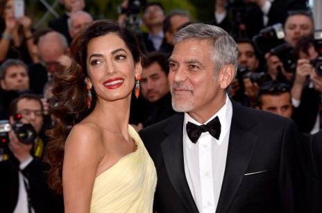 """Amal Clooney jest w ciąży!? """"Niedługo brzuszek będzie widoczny"""" – dowiadujemy się. Prawniczka i żona Georga Clooney'a zostanie mamą po raz drugi"""