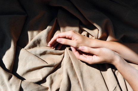 Górki na paznokciach i pionowe rowki? Wiemy, co oznacza pofalowana płytka