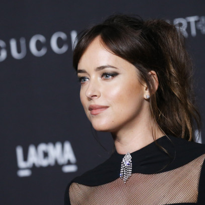 Dakota Johnson w luźnym upięciu na LACMA Art + Film Gala 2018