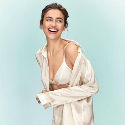 75ad6162894950 Irina Shayk w nowej kampanii Intimissimi promuje jedwabną kolekcję marki.  Zakochacie się w tych projektach!