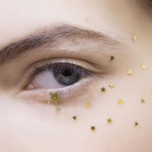 Makijaż oczu na wiosnę. Inspiracje z wybiegów
