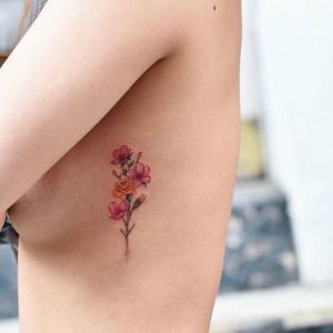Tatuaż Na żebrach I Między Piersiami Inspiracje