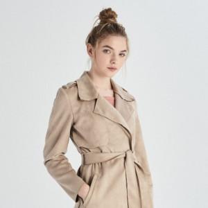 b8080a0438 Trendy wiosna 2019  najmodniejsze beżowe ubrania z sieciówek. Płaszcz  Sinsay