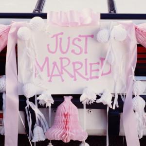 Czy Polki i Polacy wciąż chcą się pobierać, a może śluby wyszły już całkiem z mody? Pytamy eksperta