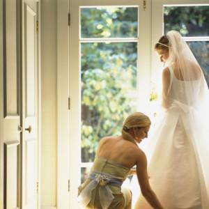 Obowiązki świadkowej na ślubie i weselu, czyli czym różni się jej funkcja od zadań druhny? [ZDANIEM EKSPERTA]
