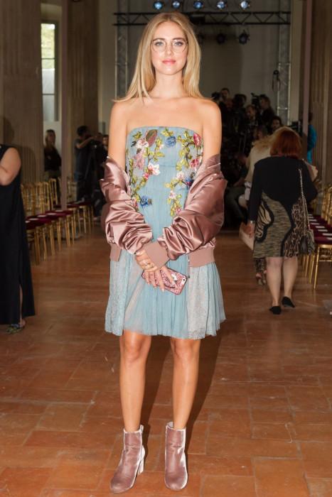 Chiara Ferragni podczas Milan Fashion Week wiosna-lato 2017