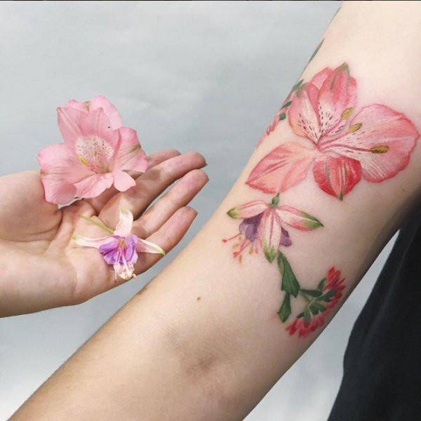 Tatuaże Wzorowane Na Prawdziwych Kwiatach Glamourpl