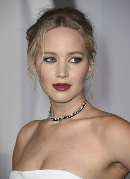 łącząc Jennifer Lawrence i Chrisa Martina