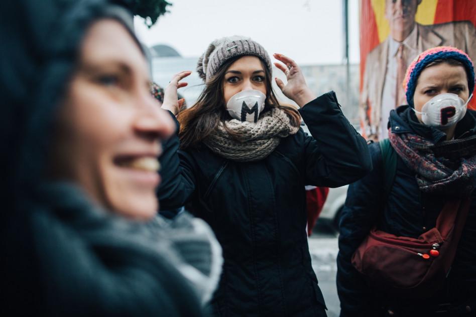 Jak ochronić skórę przed smogiem? Najlepsze kosmetyki