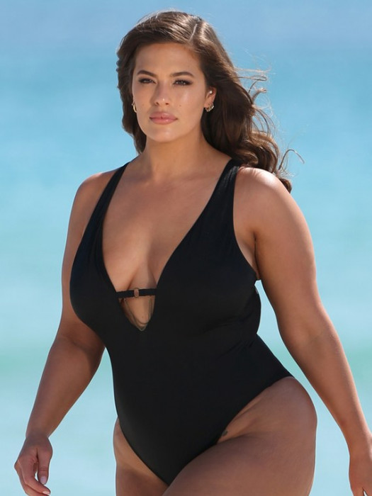 Ashley Graham w kampanii strojów kąpielowych plus size Swimsuits For All