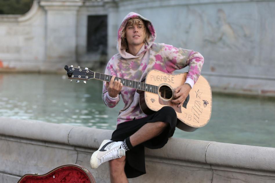 Justin Bieber Zagrał Specjalnie Dla Hailey Baldwin W Centrum